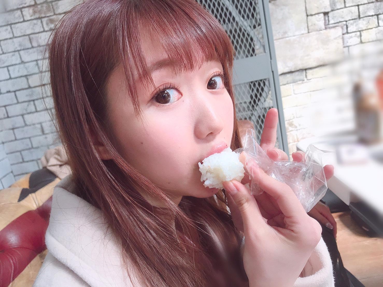 Di kelahiran berikutnya, aku ingin terlahir sebagai onigiri yang dimakan Mirinya.