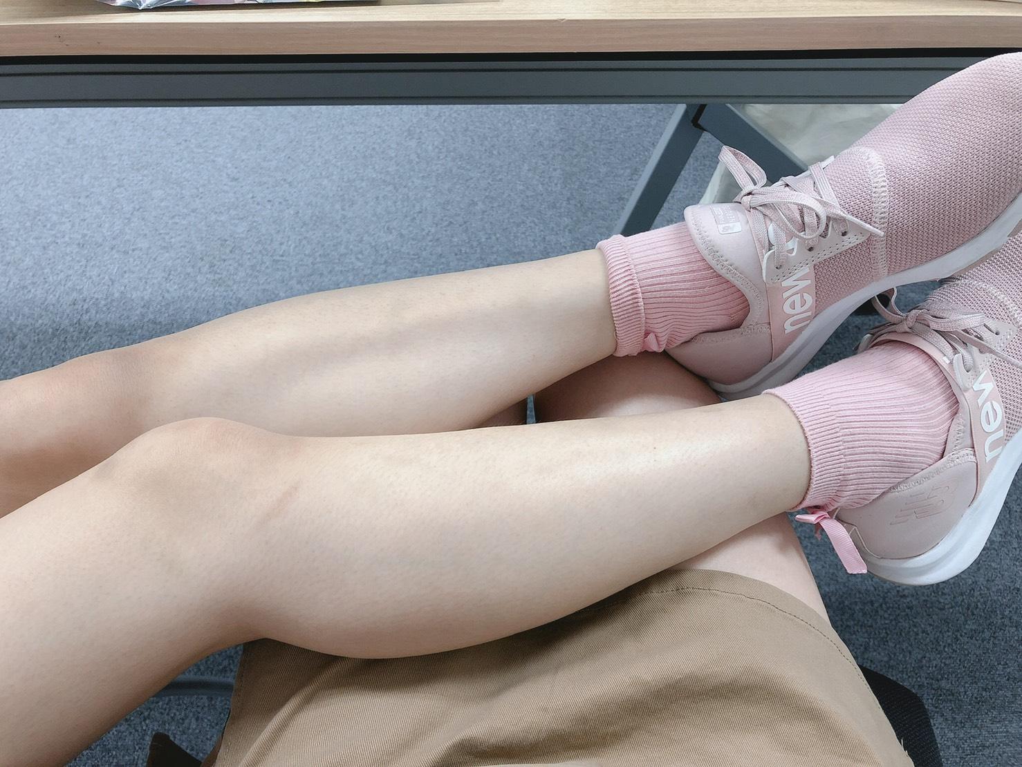 なーたんはよく私の足に足を乗っけてきます
