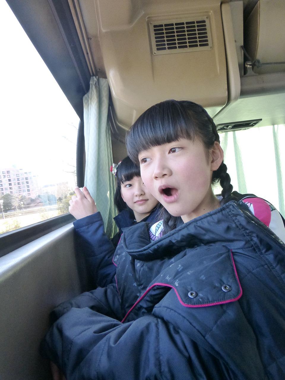 感心する西垣(奥:理子/手前:有彩)
