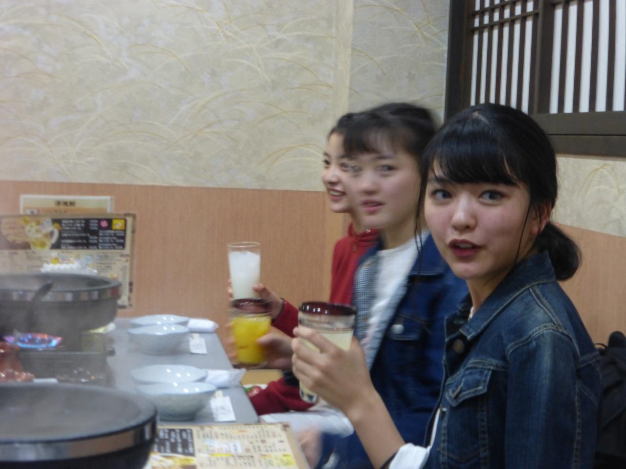 それでは上田さん、乾杯のご発声を。<さくら/愛/理子>