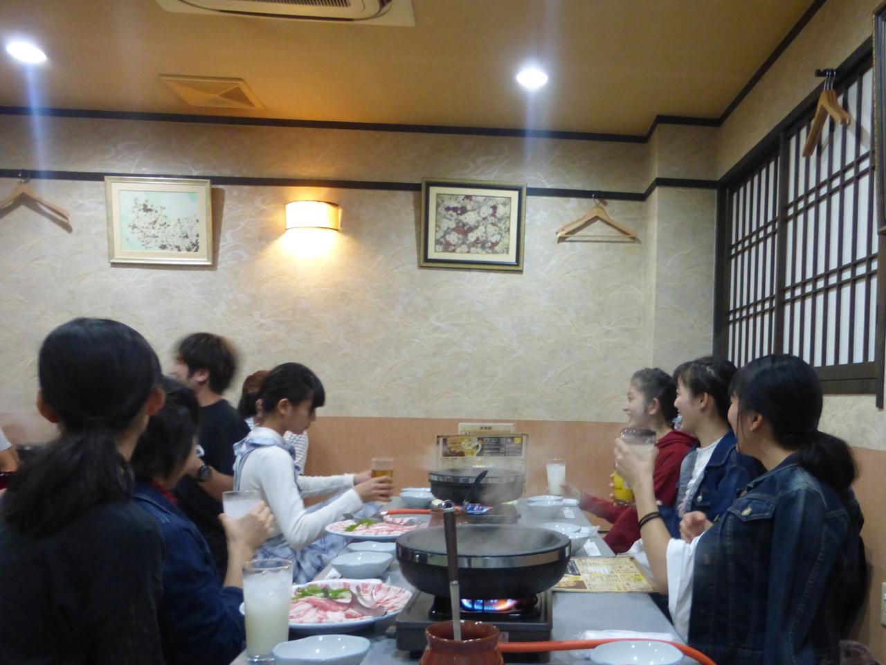 終始なごやかなムードで宴を楽しみました。<ばってん少女隊>