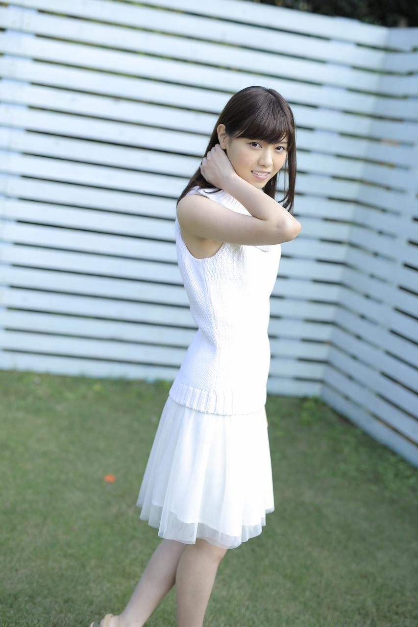 西野七瀬さんのカクテルドレス姿
