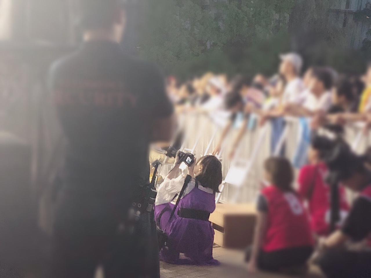 TIFでカメラマンさんに紛れてさなつんの歌う姿を撮る野口カメラマン✨