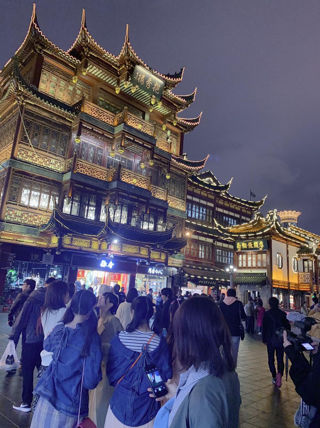 上海観光を満喫中のイコラブちゃんだよ。