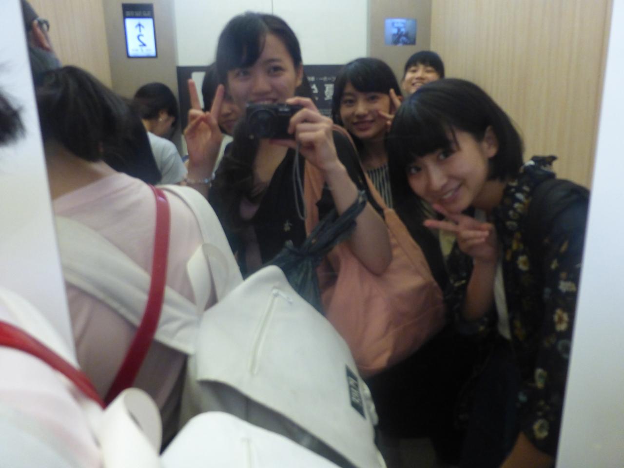 エレベーターの中でも撮るとばい!(愛/さくら/きいな)