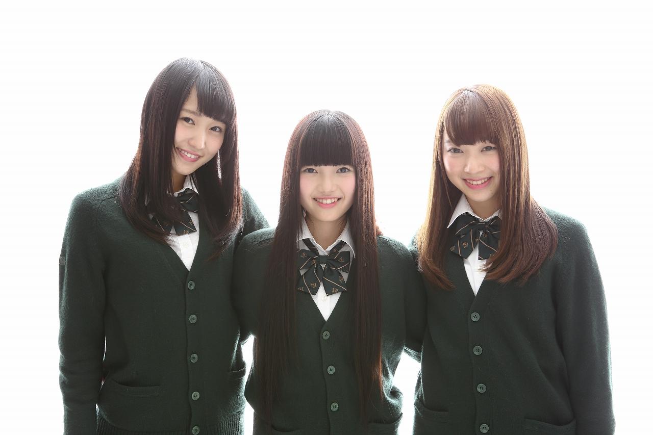 写真左から菅井友香(チョキ)、上村莉菜(パー)、佐藤詩織(グー)で決定