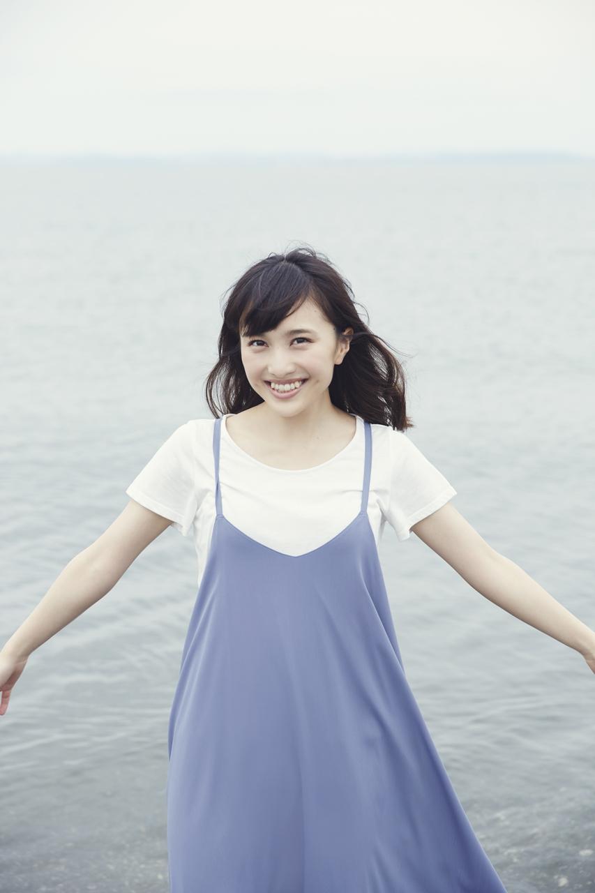 楽しそうに笑う百田夏菜子
