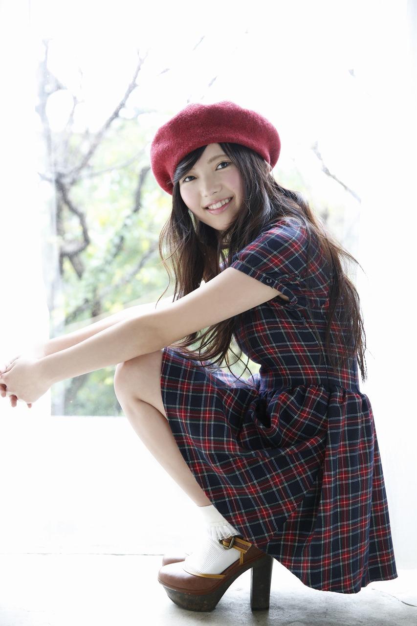 ベレー帽をかぶっている上村莉菜のセクシー画像