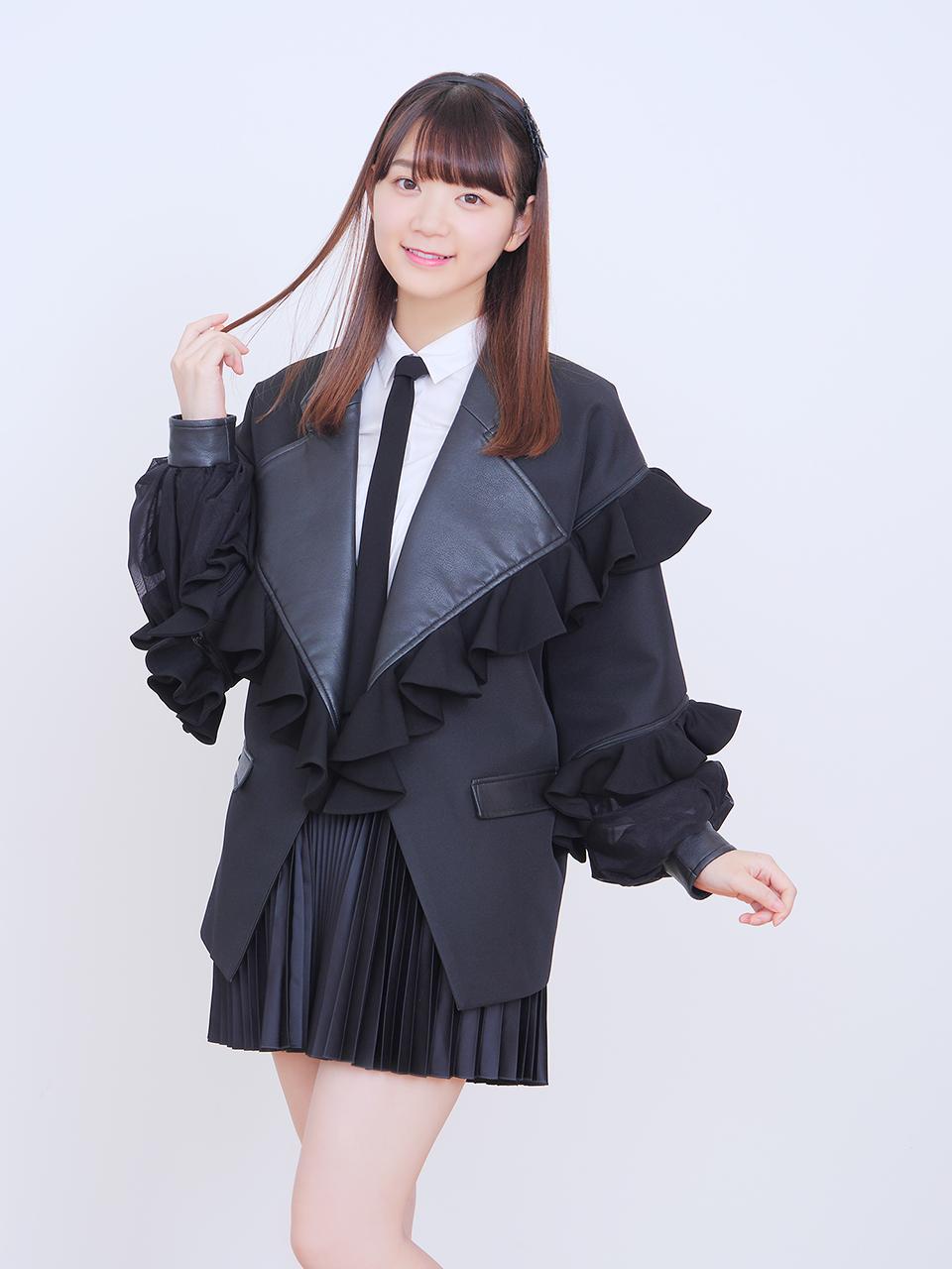 篠田萌(しのだ・もえ)