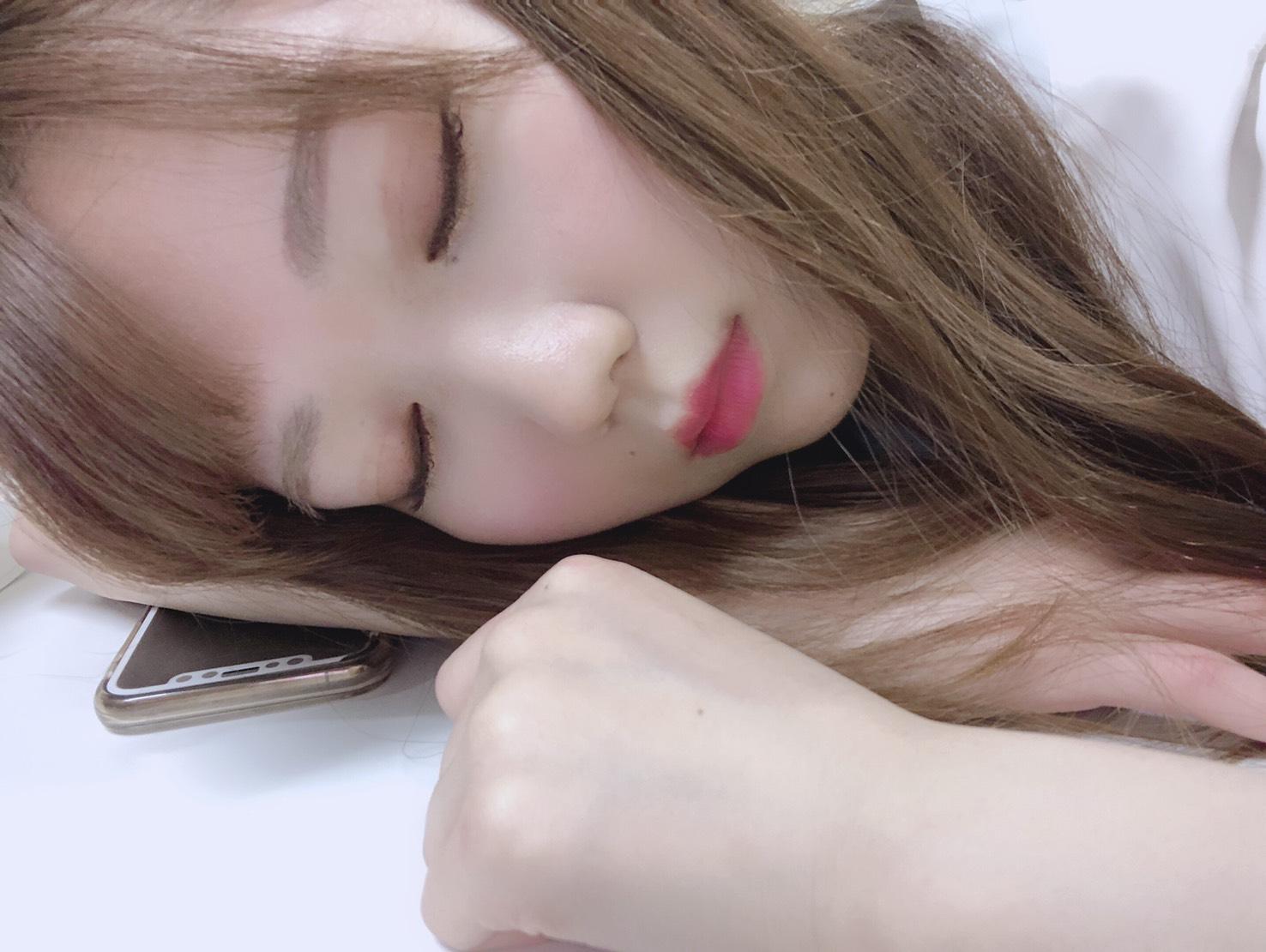 お手をしながら睡眠とは…破壊力、、、