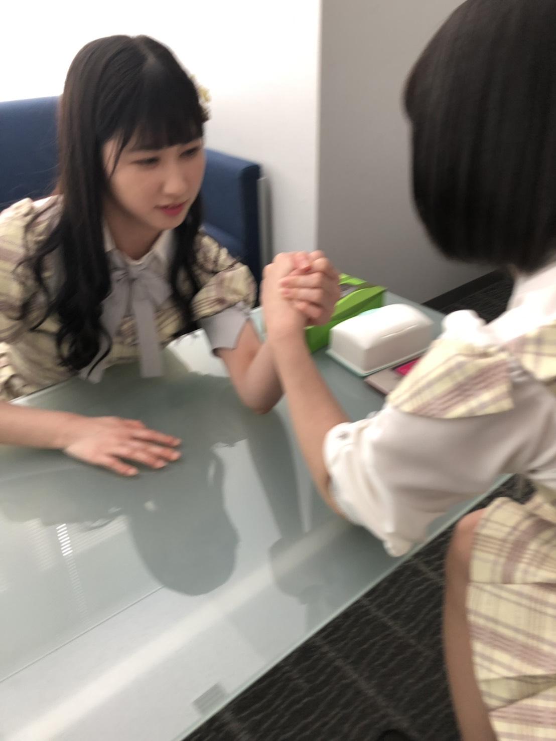杏奈vs舞香 腕相撲対決!勝つのは〜〜〜